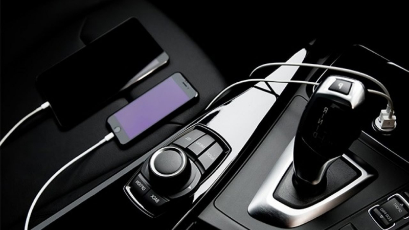 12 Best car accessories and gadgets for car lovers
